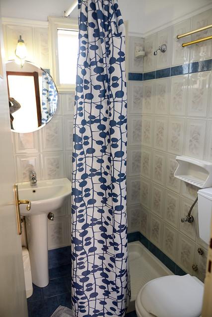 【浴室】San Giorgio Villas in Fira, Santorini, Greece.