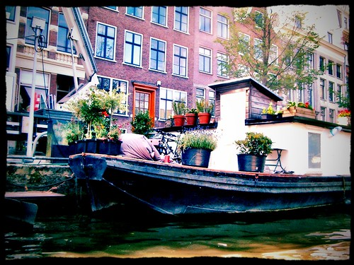 Life in the grachten of Amsterdam - a house boat by SpatzMe