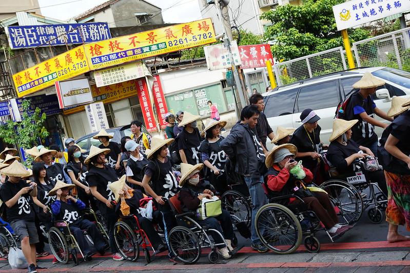 訴訟再起 關廠工人輪椅恨行 絕食滿週 拒勞委會分化施捨 | 苦勞網