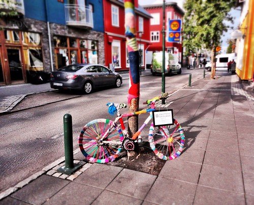 Urban knitting in Reykjavik by SpatzMe