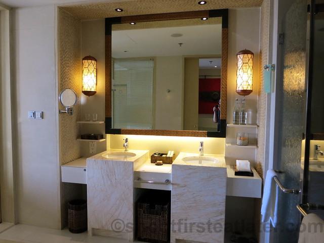 Shangri-La's Boracay Resort & Spa- deluxe seaview room-005