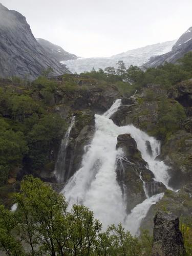 228 Hacia el glaciar Briksdal