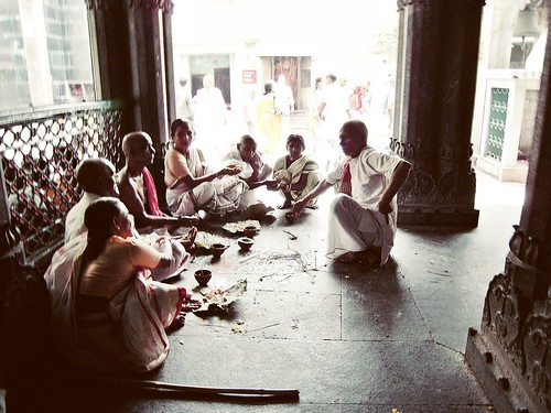 hindu rituals, gaya - india by Str8Sighted.