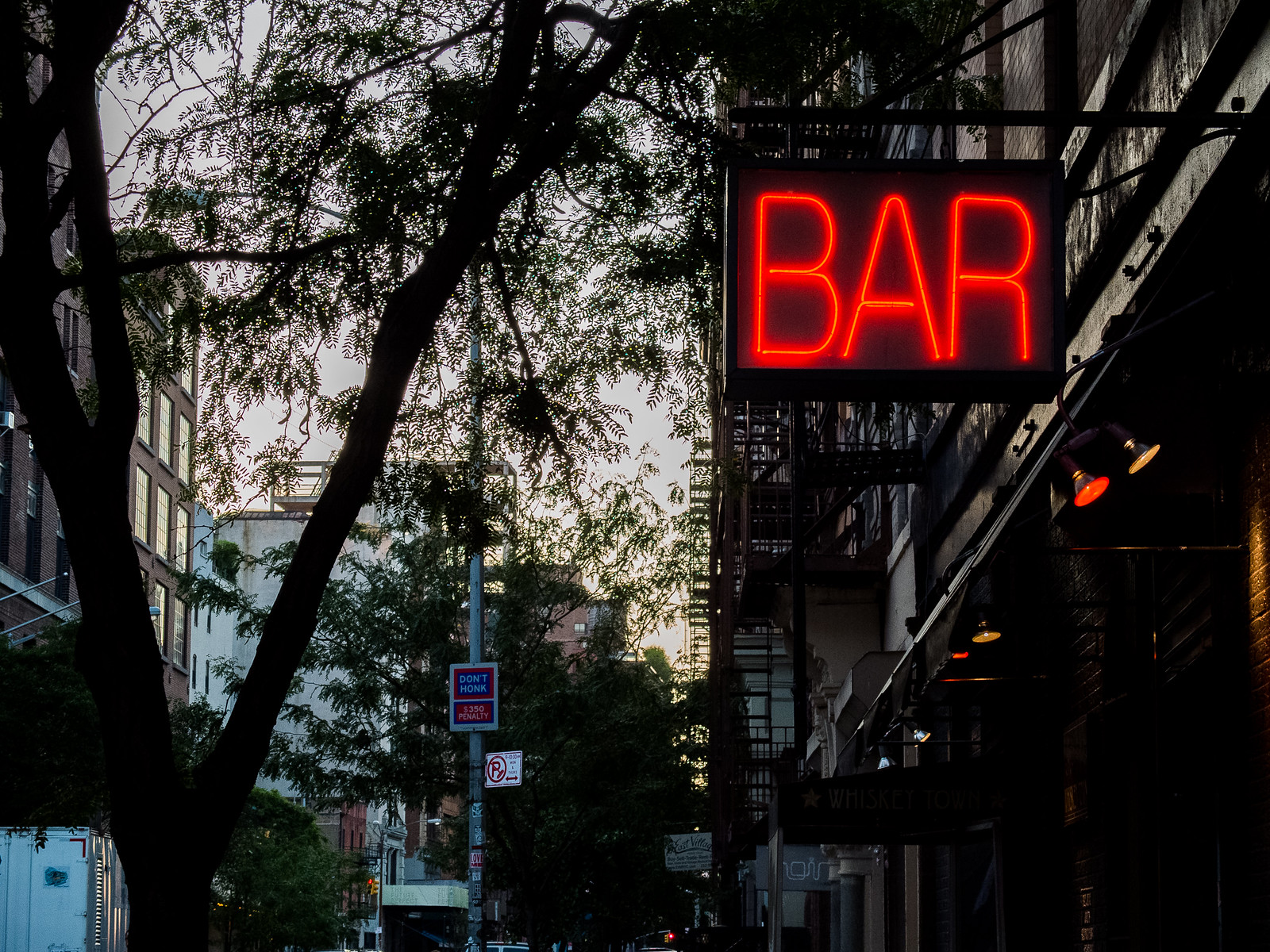 Bar by wwward0