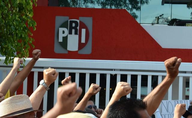 Protesting against PRI