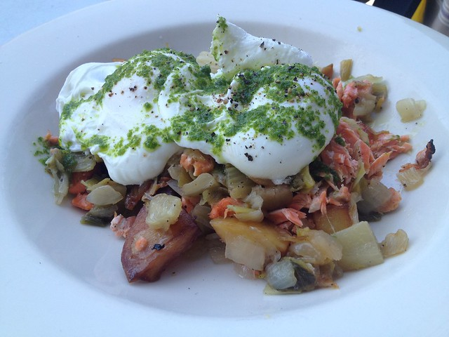 Poached eggs king salmon hash - Universal Cafe