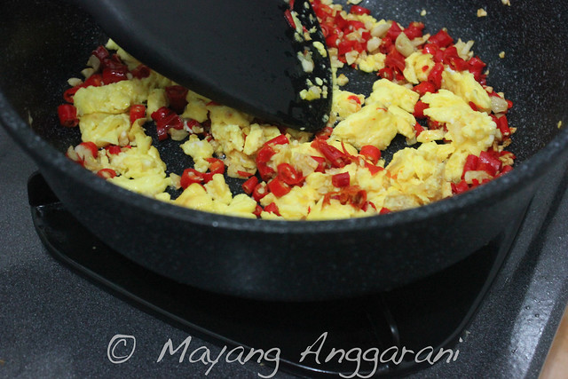 Garlic-chilli fried rice: behind the scene