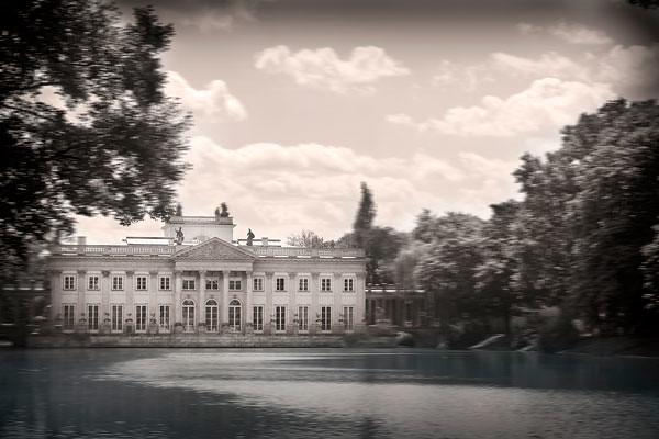 palace-on-the-lake