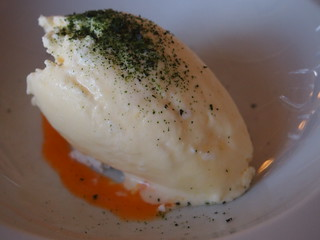 Meringue ice cream with Sea Buckthorn juice