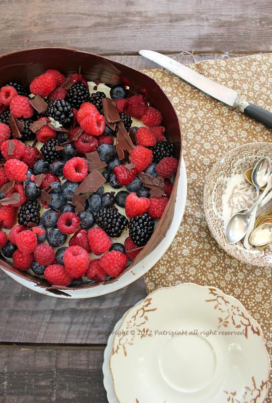 Mille foglie di crepes con crema al mascarpone e miele e frutti rossi