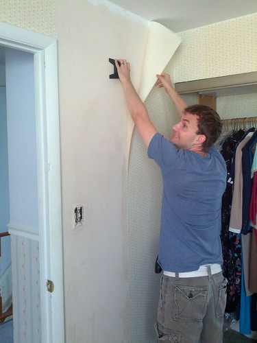 Taking down wallpaper