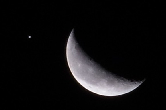 120812_moon-jupiter1