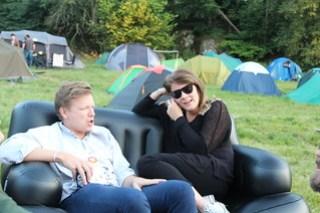 Emanuel Karlsten i uppblåsbara soffan på SSWC
