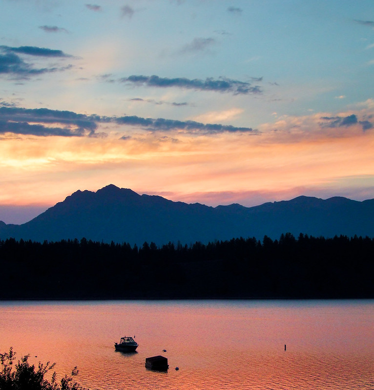 Sunset over Mount Moran, Jackson Lake in the front, Grand Teton National Park