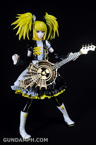 Max Factory Kagamine Rin (Nuclear Fusion Ver.) Unboxing & Review (20)