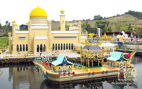 Did you know that the whole of Legoland Malaysia contains more than 50 million LEGO bricks and 15,000 Lego models?
