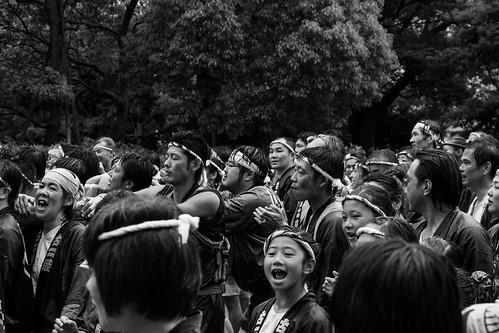 Muchos niños disfrutando su participacion en festival