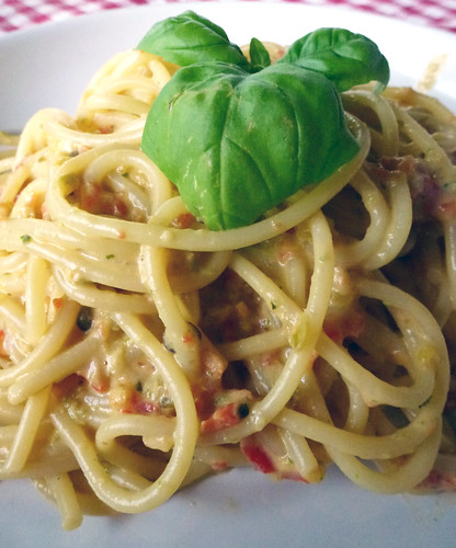 Pasta with bell pepper & pesto sauce - pasta con peperoni & pesto