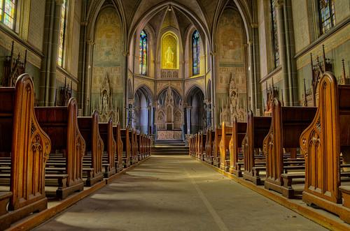 verlaten kerk - Welcome in the church