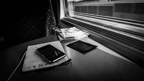The Travel Guide (The Train, The Sketchbook and the iPhone) - Photo : Gilderic