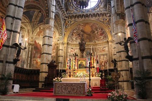 20120808_4996_Siena-duomo-interio