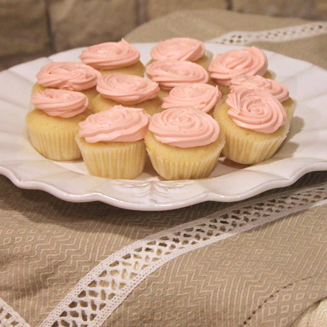 Tasting Tuesdays: Champagne Cupcakes