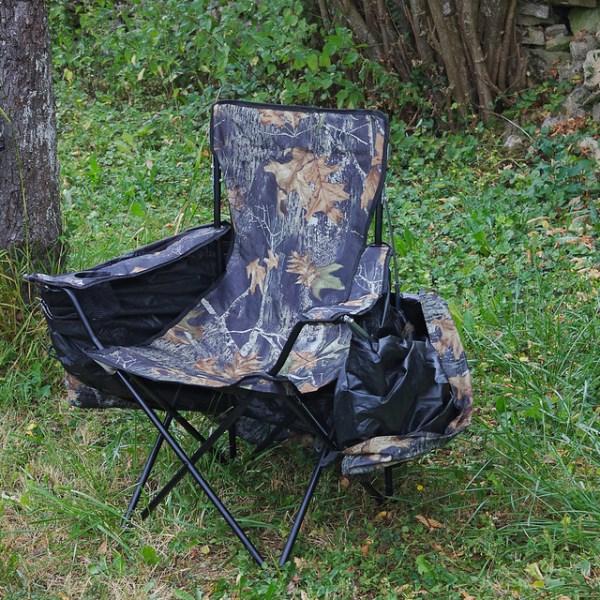 Tente chaise affût. La chaise avec la tente rabattue
