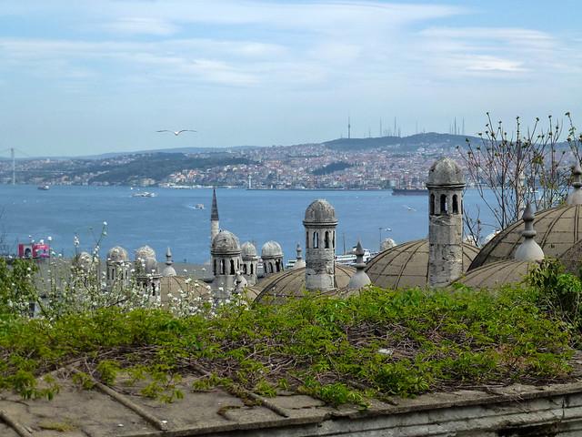 Istanbul - avril 2012 - jour 7 - 043 - Vue sur le Bosphore depuis Süleymaniye Camii