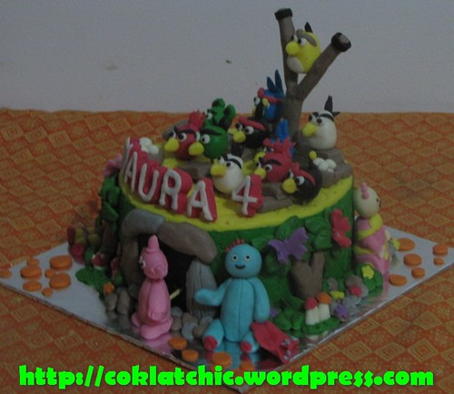 Cake in the night of garden dan angry bird