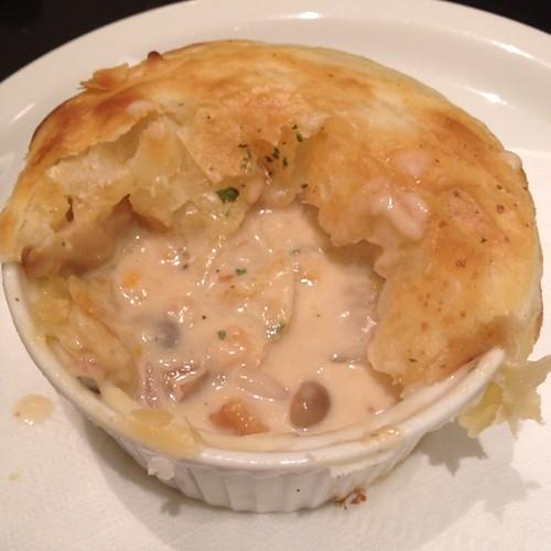 牡蠣とポルチーニ茸のパイ包みグラタン