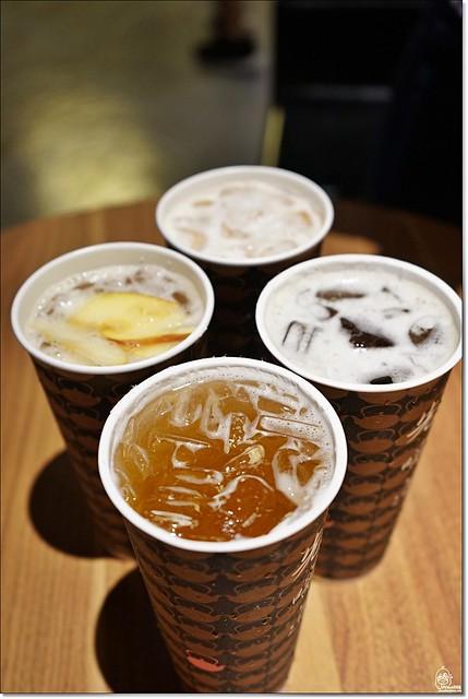 29344184975 d748d706d3 z - 『熱血採訪』 先喝道-古典玫瑰園最新品牌 百貨公司內的高品質 國民平價手搖茶飲,先喝道讓你用銅板價喝好茶 。台中第一家分店在大遠百12樓,新開幕8/29~9/30 第二杯半價!
