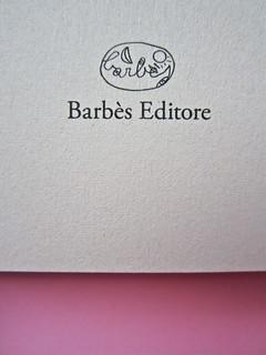 Mathieu Lindon, Cosa vuol dire amare; Barbès 2012. [resp. grafica non indicata]; fotog.: A. Robbe-Grillet, C. Simon, C. Mauriac, J. Lindon, R. Pinget, S. Beckett, N. Sarraute, C. Ollier, 1959 © M. Dondero. Frontespizio (part.), 2