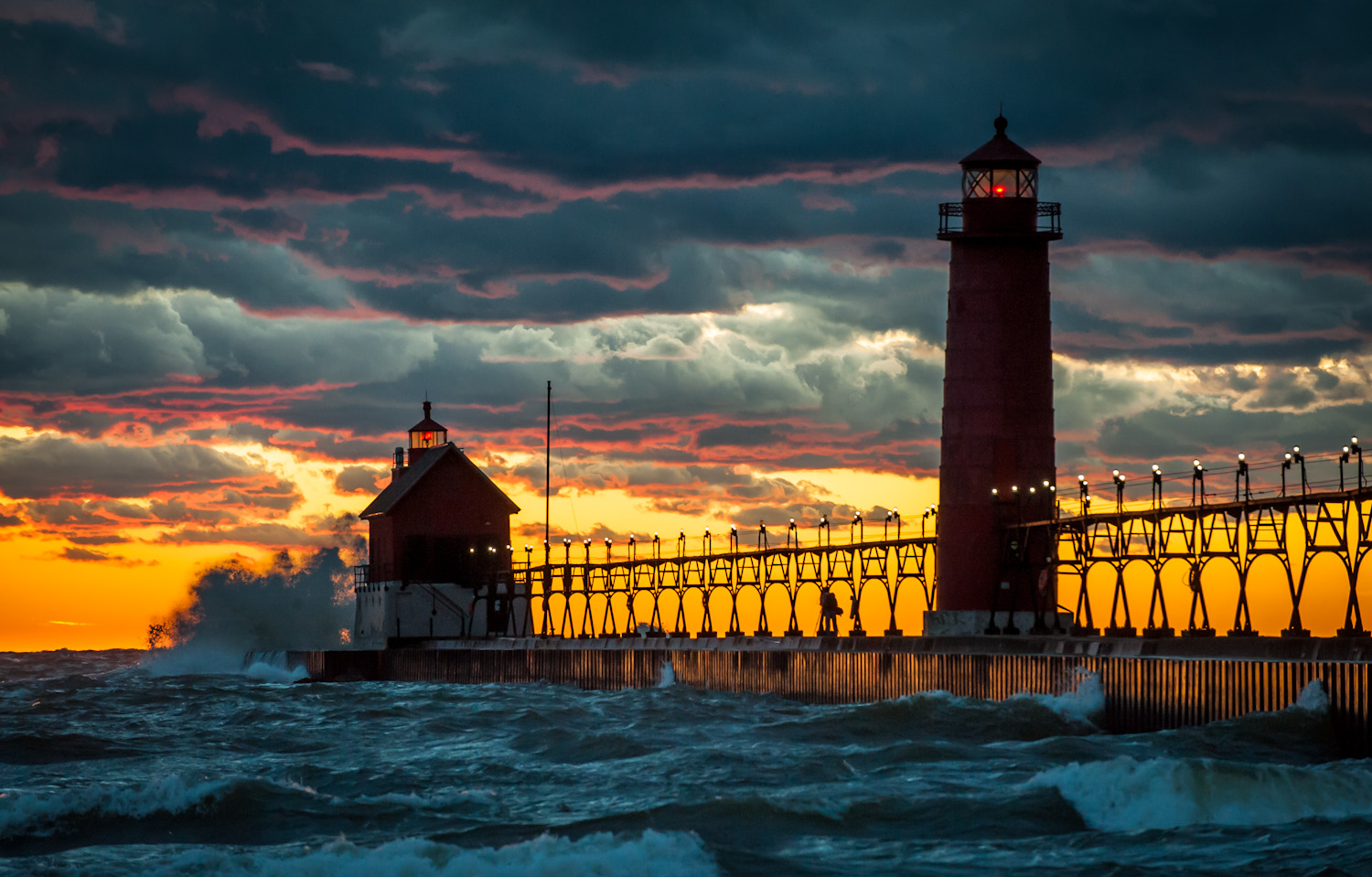 Pure Michigan Fall Wallpaper Th Ave Grand Haven Mi Usa Sunrise Sunset Times