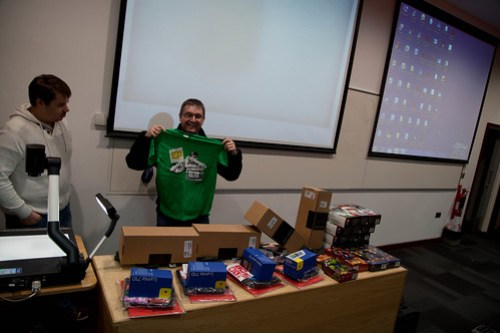 Lee Scott from Microsoft and Simon Grey giving out prizes