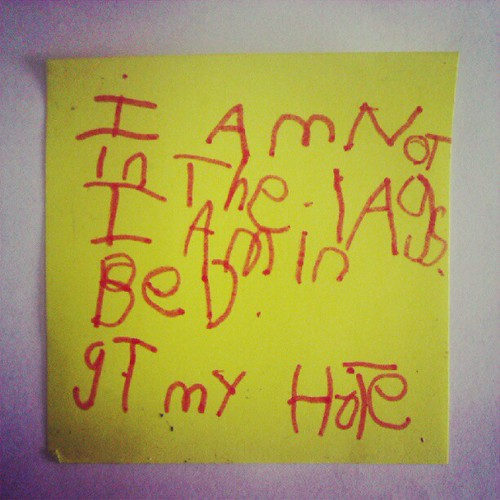 """Post-it note left on the bench last night from Miss 5.  The translation is """"I am not in the lounge. I am in bed. Get my hottie"""". #demandingbutcute #subtlelikehermum"""