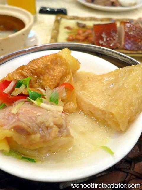 steamed chicken, fish maw & Yunnan ham roll HK$25-001