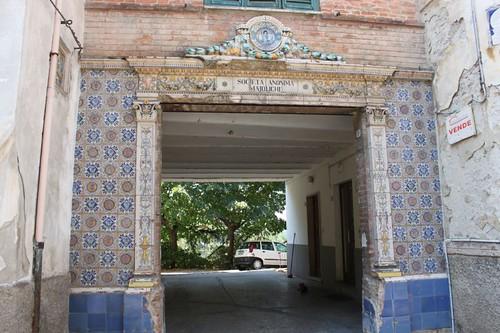 20120814_5567_Deruta-ceramic-entrance