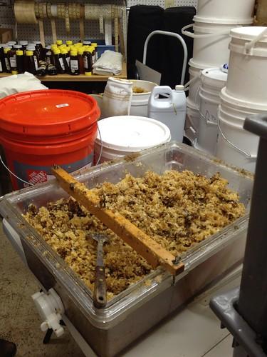 Wax cappings draining