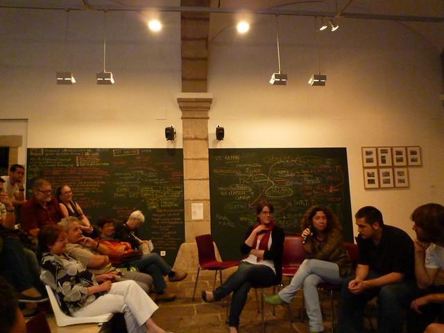 Presentación con jóvenes del documental de Perifèries 79, de Teleduca y otros agentes contactados. 2011. Mayo.