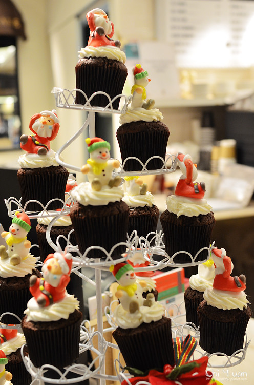 Cloudy cupcake06.jpg