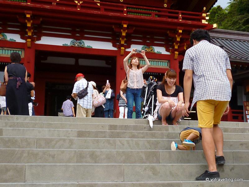 Little boy tripped on steps at Tsurugaoka Hachiman-gū