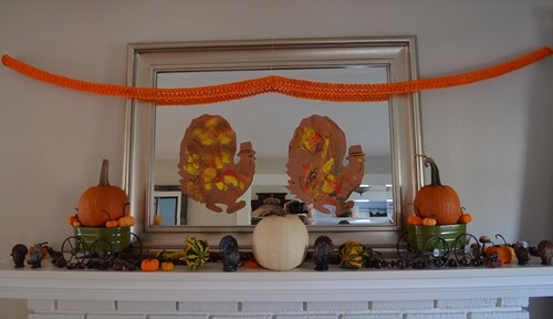 Thanksgiving mantle decoration