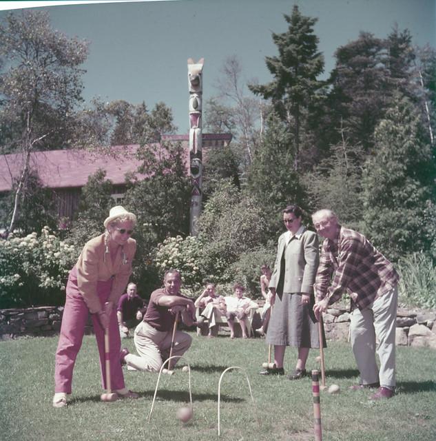 Two men and two women play a game of croquet at Braemar Lodge on Lake Ellenwood, Nova Scotia / Deux hommes et deux femmes jouent une partie de croquet à l'auberge Braemar au lac Ellenwood (Nouvelle-Écosse)