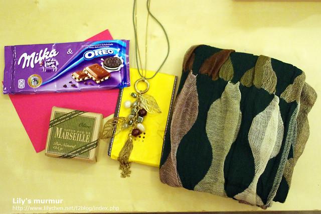 尼家人寄來的禮物,盡是令人感到溫暖的可愛小物,開心。:-)