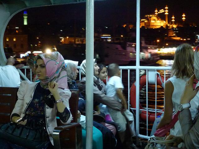 Turquie - jour 2 - Istanbul - 107 - Vapur sur le Bosphore