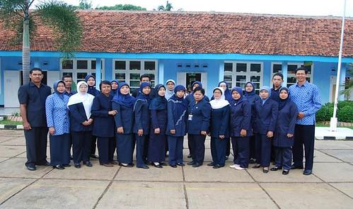 Foto guru dan karyawan