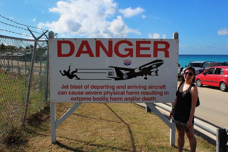 Maho Beach señal de peligro