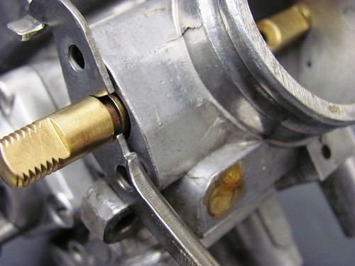 Throttle Bracket in Groove on Throttle Shaft