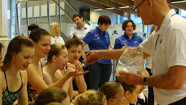 Korbo handing out FINA pins at the Tórshavn 2013 FSOS