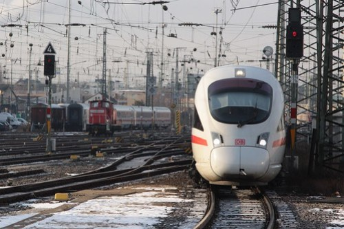 ICE 3 arrives into Frankfurt am Main Hauptbahnhof